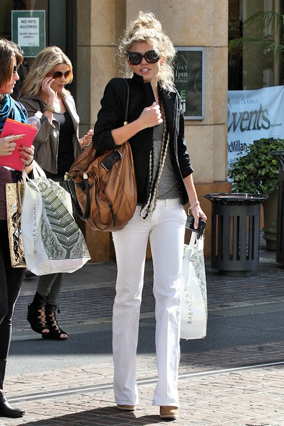 Yes, you can wear white after labor day! White jeans / pants for ...